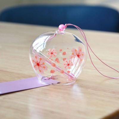 Фурин - Японский ветряной колокольчик из стекла  с розовыми ними  цветами . Маленький: диаметр - 7см. Купить в Москве.