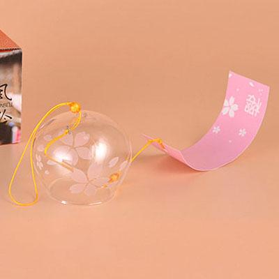 Фурин. Ветряной колокольчик с розовыми цветками сакуры