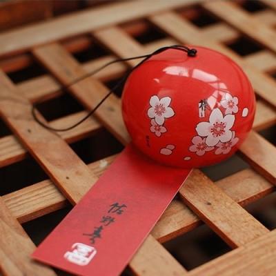Красный керамический колокольчик с цветами сакура. Купить в Москве.
