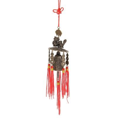 Медный колокольчик с драконом и монетами, украшенный красными кистями. Купить в Москве.